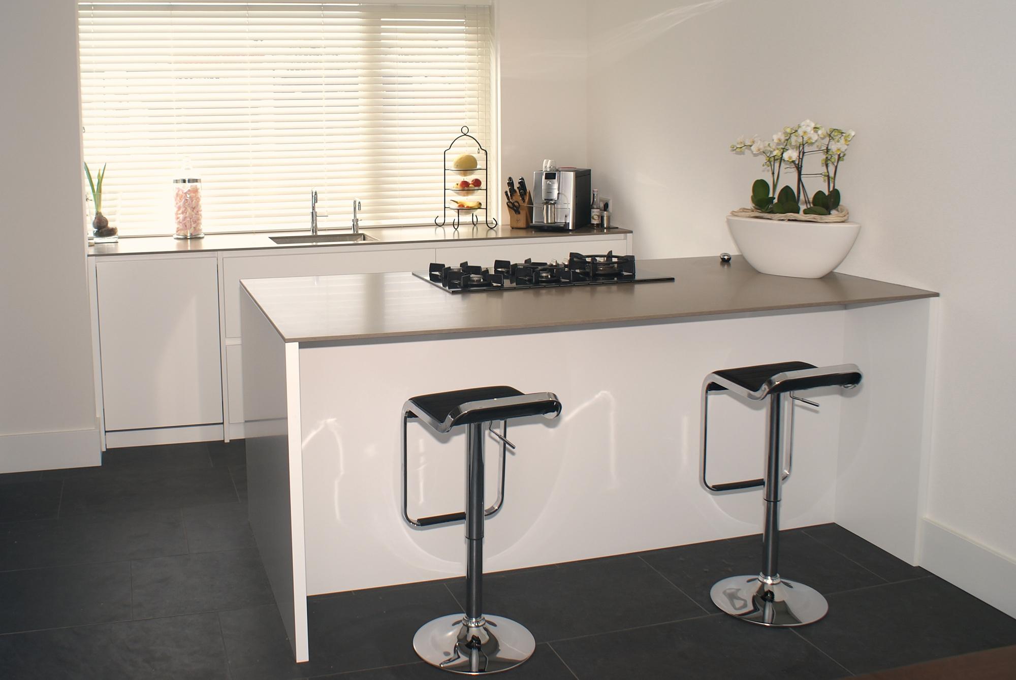 Luxe Keuken Met Kookeiland : keuken met kookeiland gecombineerd met een eikenhouten gebeitste